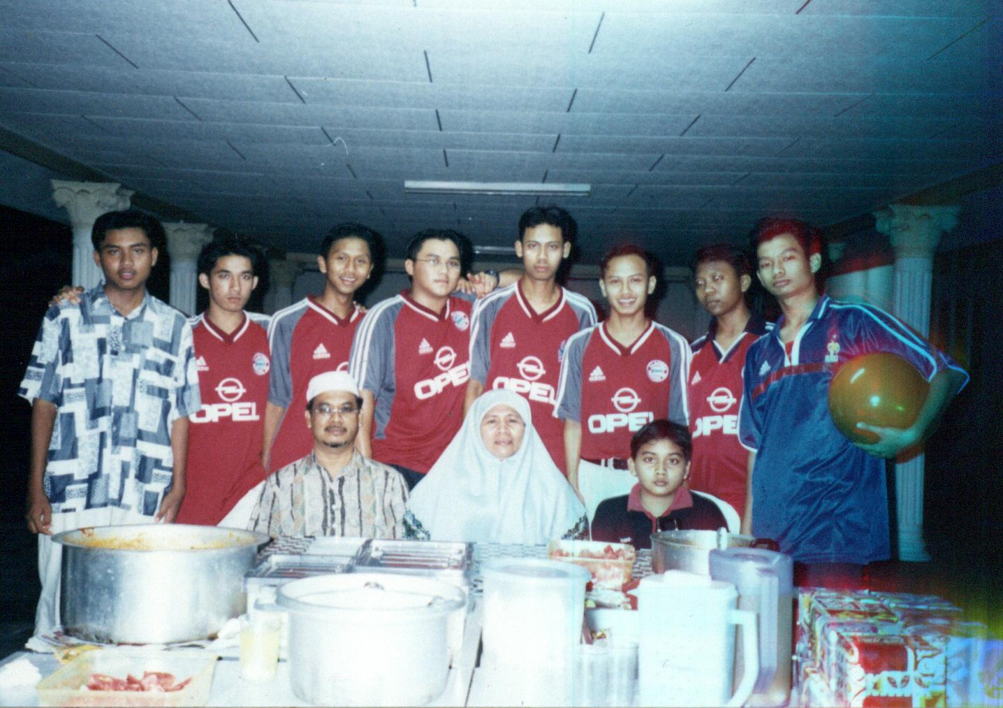 Sabarian's Boys 2001 with advisor (papa_m)